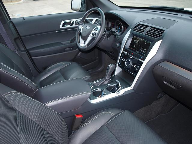 Ford Explorer Sport 3