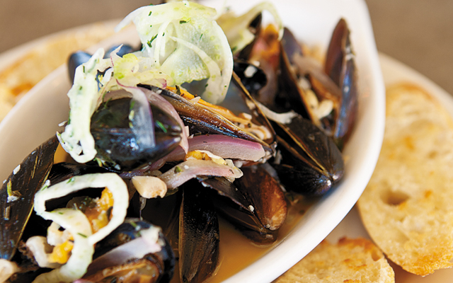 Steamed mussels with fennel and red onion. Photo by Hubert Bonnet