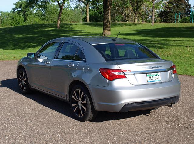 Chrysler 200 4