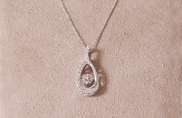 Arthurs-Diamond-Necklace
