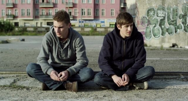 Silent Youth: Mark (Martin Bruchmann) and Kirill (Josef Mattes)
