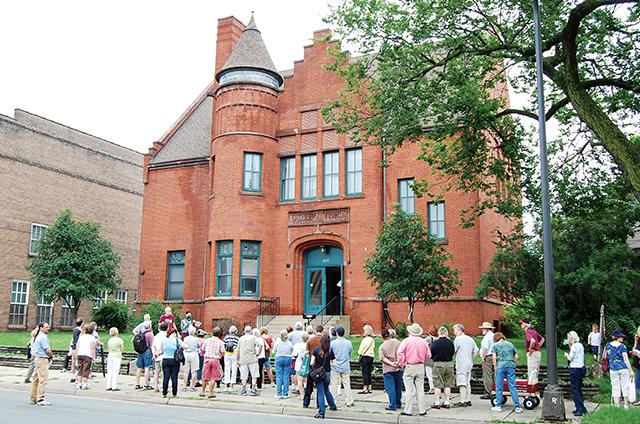Tour Old Highland tour. Photo courtesy Preserve Minneapolis
