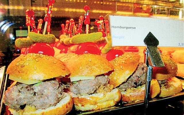 Mini-hamburguesas at upscale San Miguel Market, Madrid. Photo by Carla Waldemar