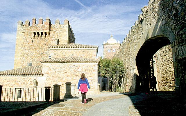 Walking along the Moorish city wall in Cáceres. Photo by Carla Waldemar