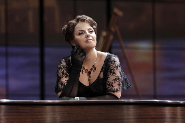 Celine Byrne as Magda in Minnesota Opera's new production of La Rondine.