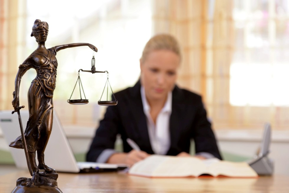 A guide to choosing a criminal defense attorney