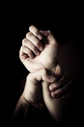 Hand_grabbing_hand