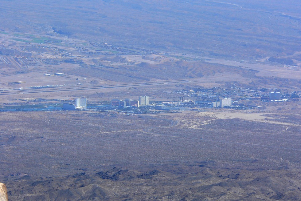 Laughlin_nevada_from_spirit_mountain_2