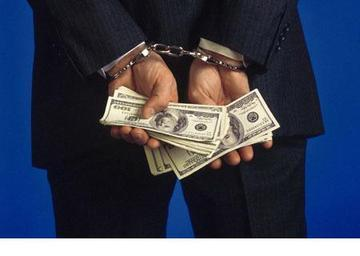 Handcuffed-hands-holding-cash
