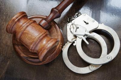 Gavel_handcuffs_im-optimized