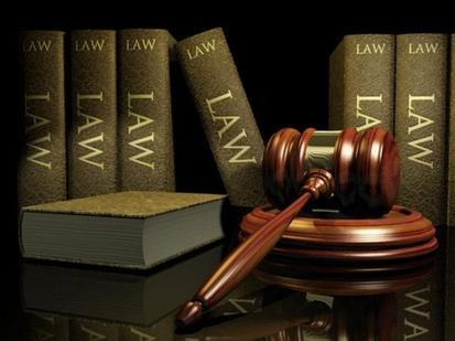 Gavel-in-front-of-law-books