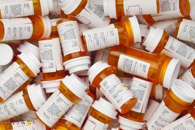 Pile-of-prescription-medication-jars
