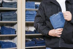 Shoplifter-stealing-jeans-from-store