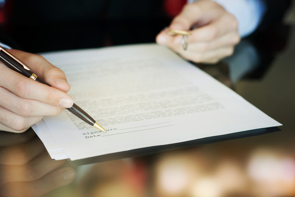 Person-signing-contract