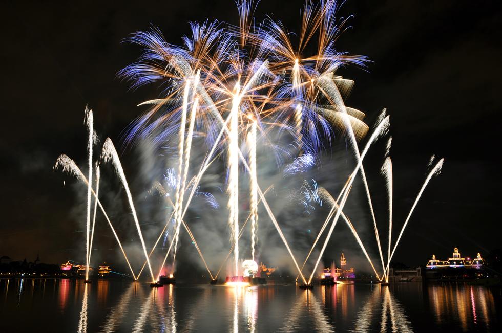 fireworks-exploding-in-sky