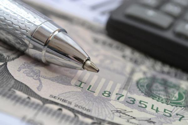 Pen-money-and-calculator