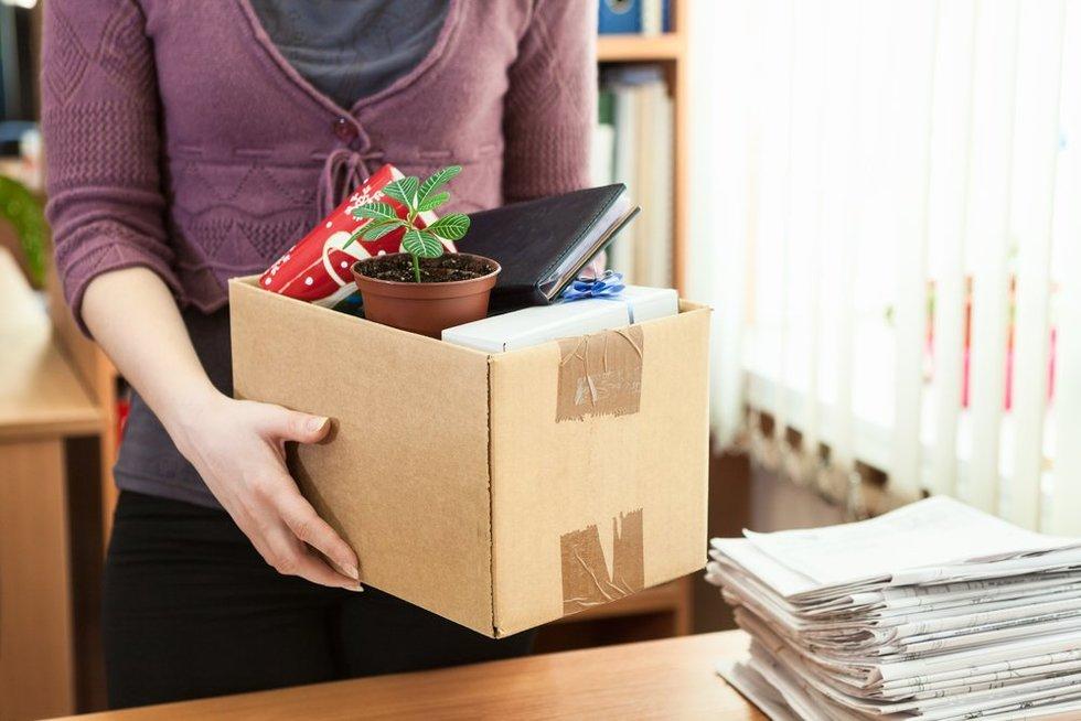 Fired_employee_carrying_belongings