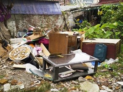 A backyard with a lot of trash.
