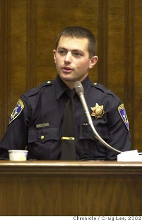 Police-officer-on-witness-stand