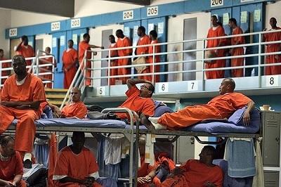 Img-prison-inmates