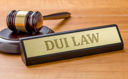 judge's gavel and DUU law plaque; DUI can be a felony in Las Vegas Nevada if it is a 3rd offense or someone is injured