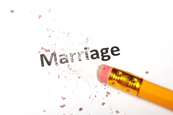 an eraser erasing the word marriage (annulment)