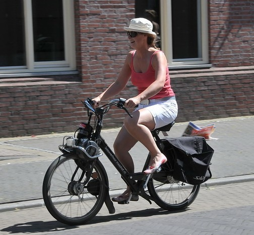 woman on motorized bike (Nevada motorized bicycle laws)