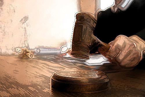 judge banging his gavel
