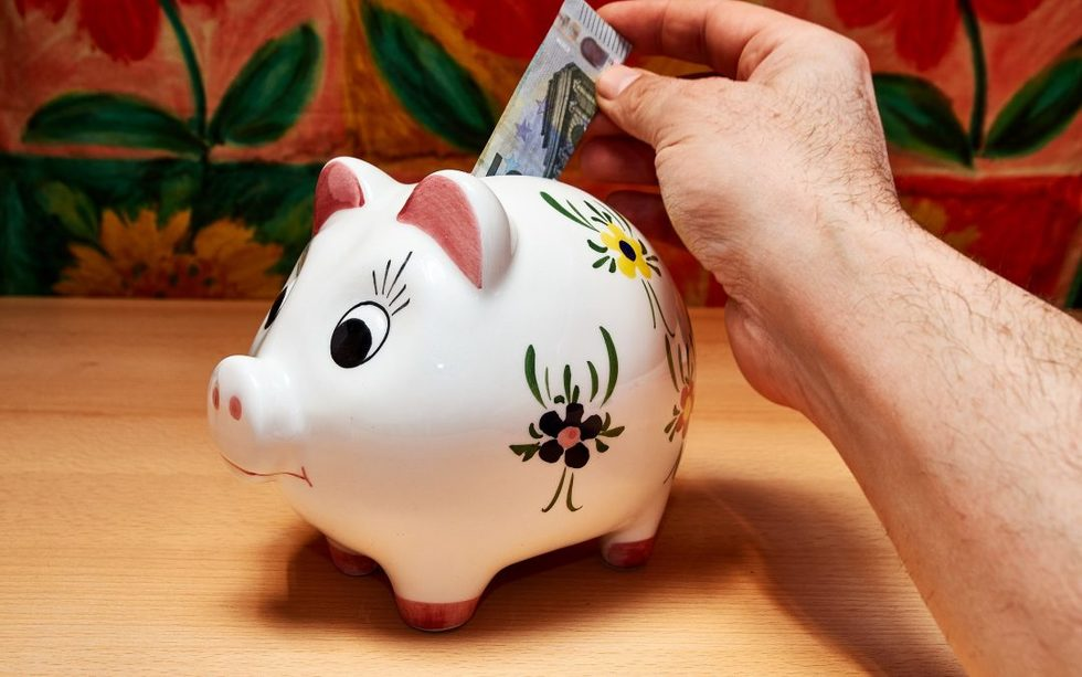 Piggy bank savings 3228759 1920 1080x675
