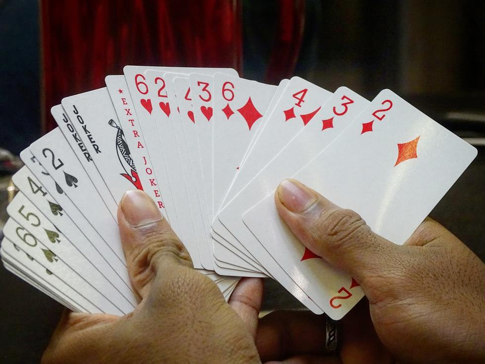 Gaming cards on hands 800767