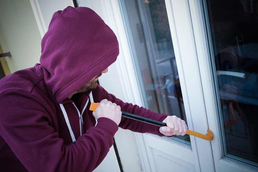 Bigstock hooded burglar forcing window  237240145 20%281%29