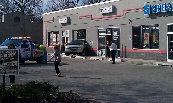 Car 20crash 20into 20store