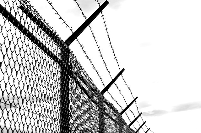 Barbed-wire-1589178_640