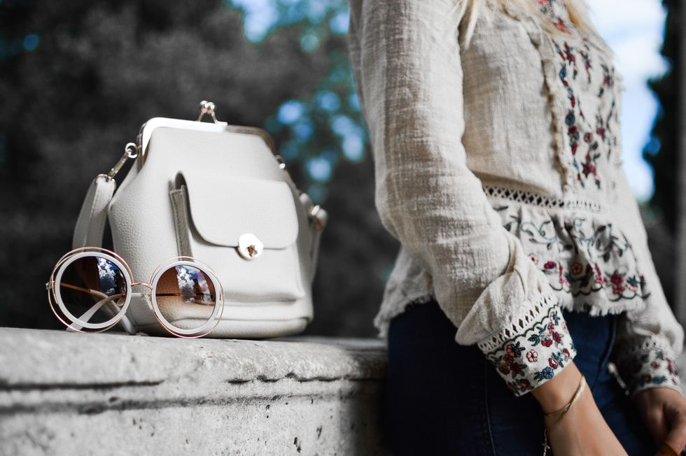 Lady 20with 20purse 20pete bellis 388531 unsplash