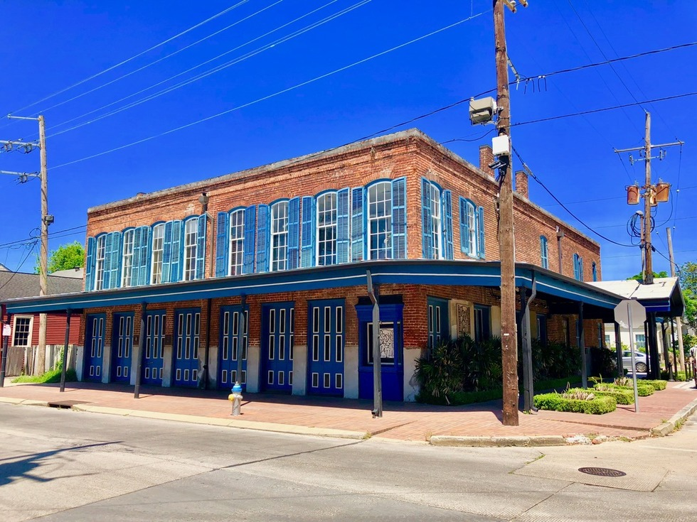 Outside of blue and brick building at 4701 Tchoupitoulas Street during the day with blue skies for New Orleans Legal LLC and Attorney Peter J. Diiorio