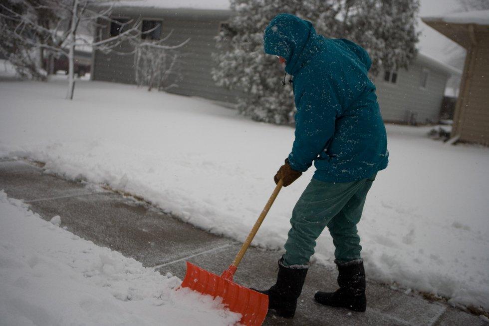 Snow 20shoveling
