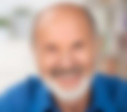 Testimonial headshot blur 4 v2