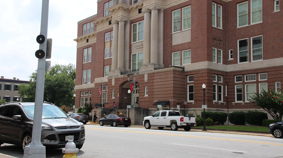 macon-car-accident-lawyer-courthouse-macon