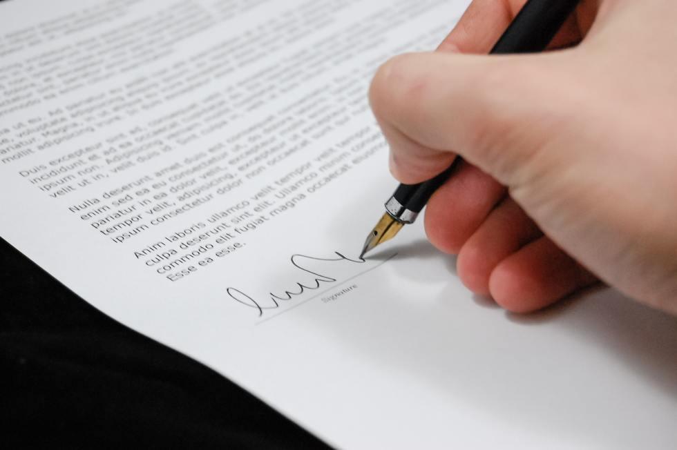 Close up document fountain pen 48148