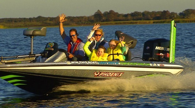 Family boating safely in Pensacola