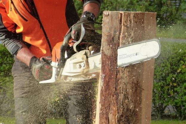 man injured using defective chainsaw
