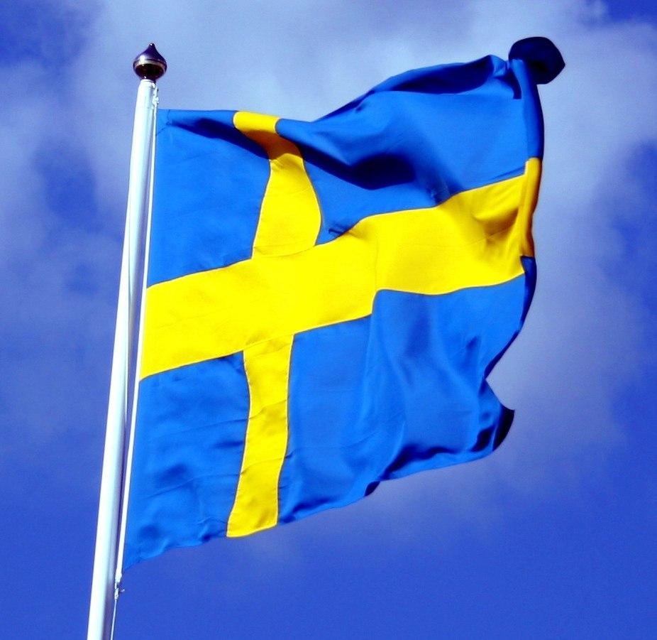 Swedish flag with blue sky behind ausschnitt