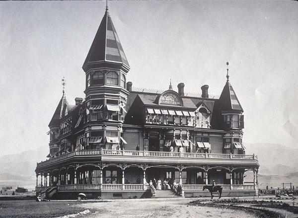 The Hotel Edinburgh in Beaumont