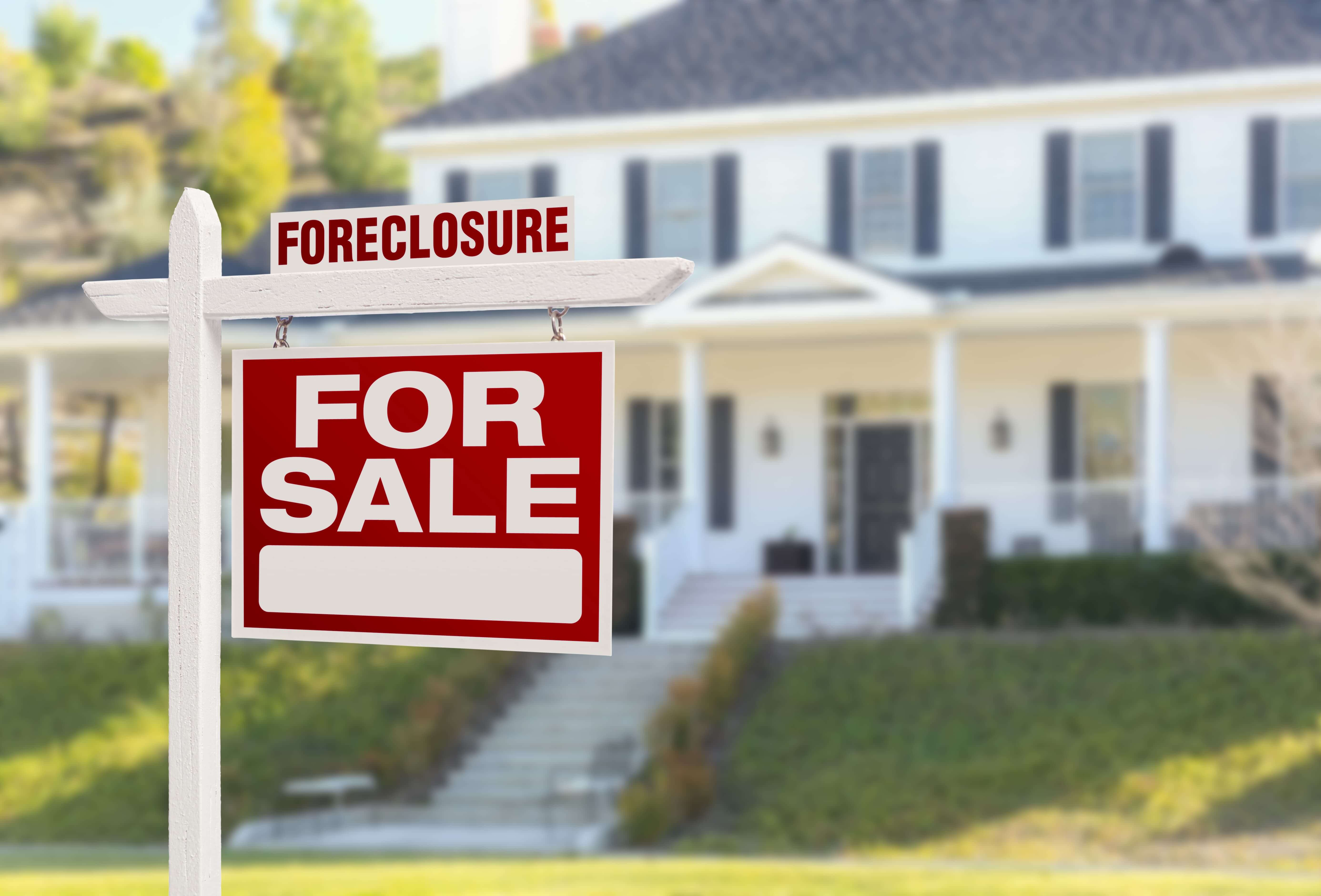 effects of foreclosure on homeowners