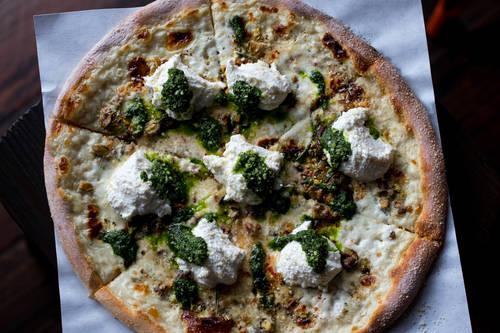 Pizza bianca  [ALESSANDRA DA PRA  |  Times]