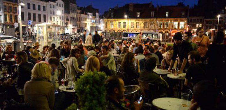 Terrasse remplie à Lille