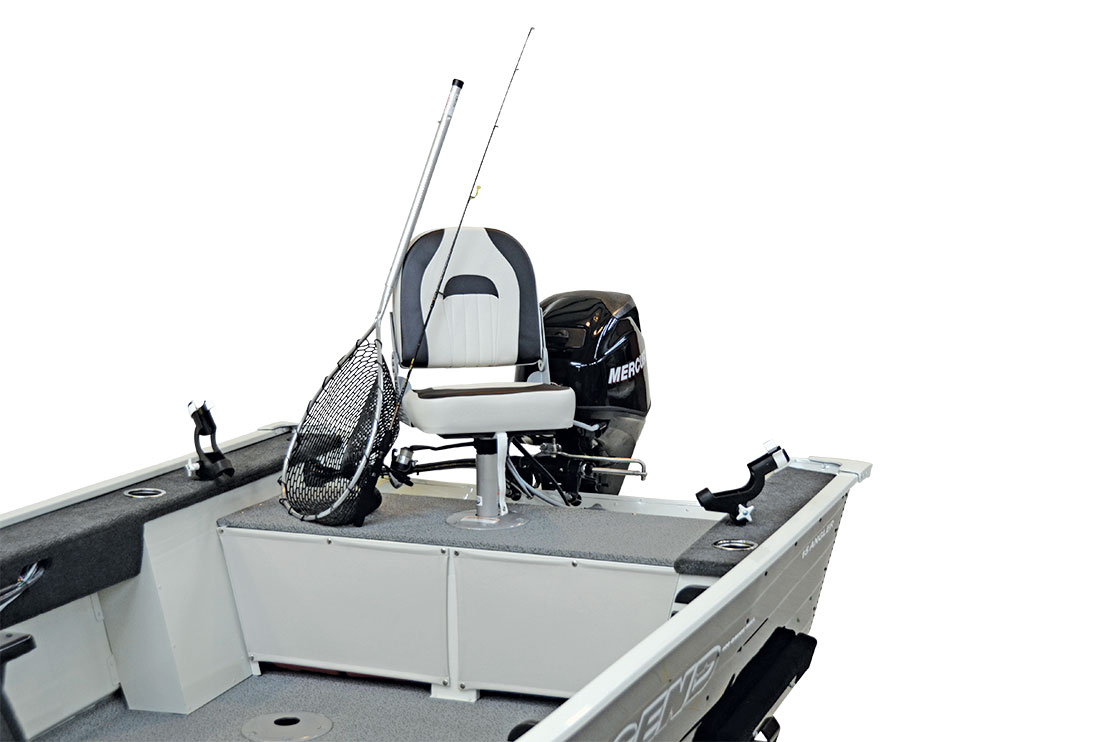 Features_15angler_rear_deck