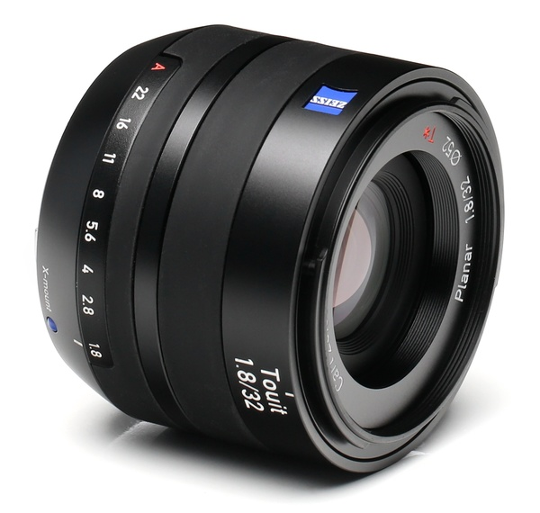 Zeiss touit 32mm f 1.8 %28for fuji%29