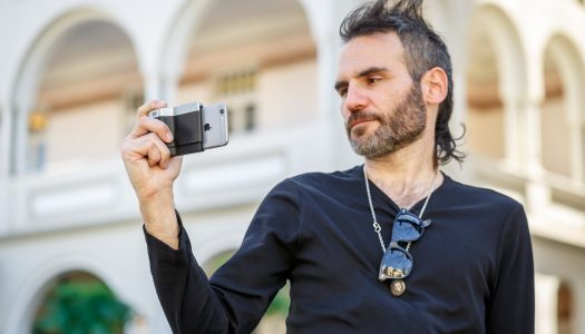 Give your iPhone DSLR controls with the Pictar camera grip