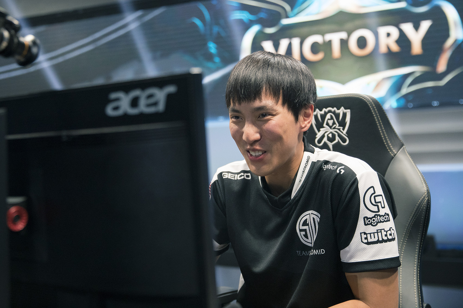 Doublelift savours victory over Splyce, but TSM fell short in crunch games against RNG.